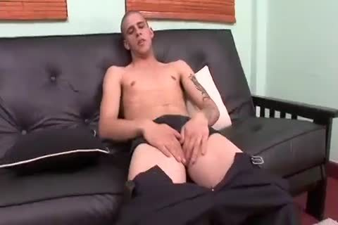 Aaron Gunner disrobes And Jerks Off Just For u!