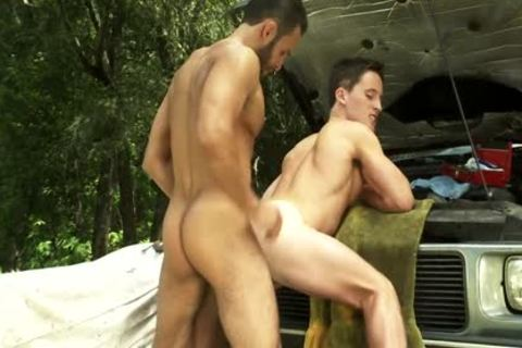 Charly Diaz And Will Parker In TitanMen's Toolbox
