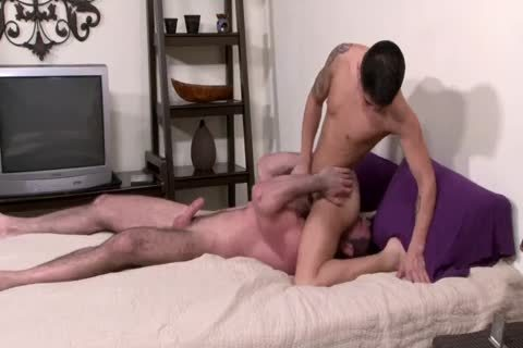 Hung guy Stuffs A Youngin Full Of raw dick