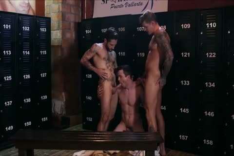 3 fine Hunks poke naked In A Locker Room