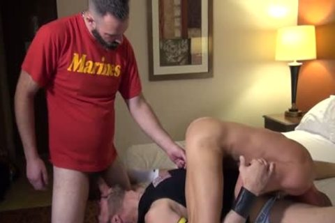 Muscle Bear anal sex With ejaculation