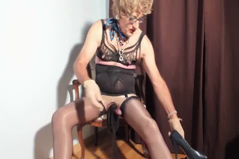 I Love To watch My Clitty Dressed With Nylon stockings