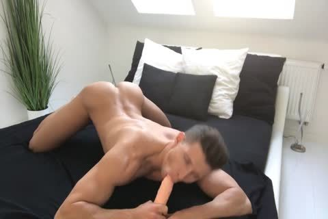 juicy Muscle And His sextoy